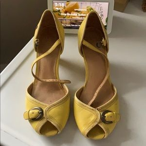 Yellow Frye peep toe kitten heel